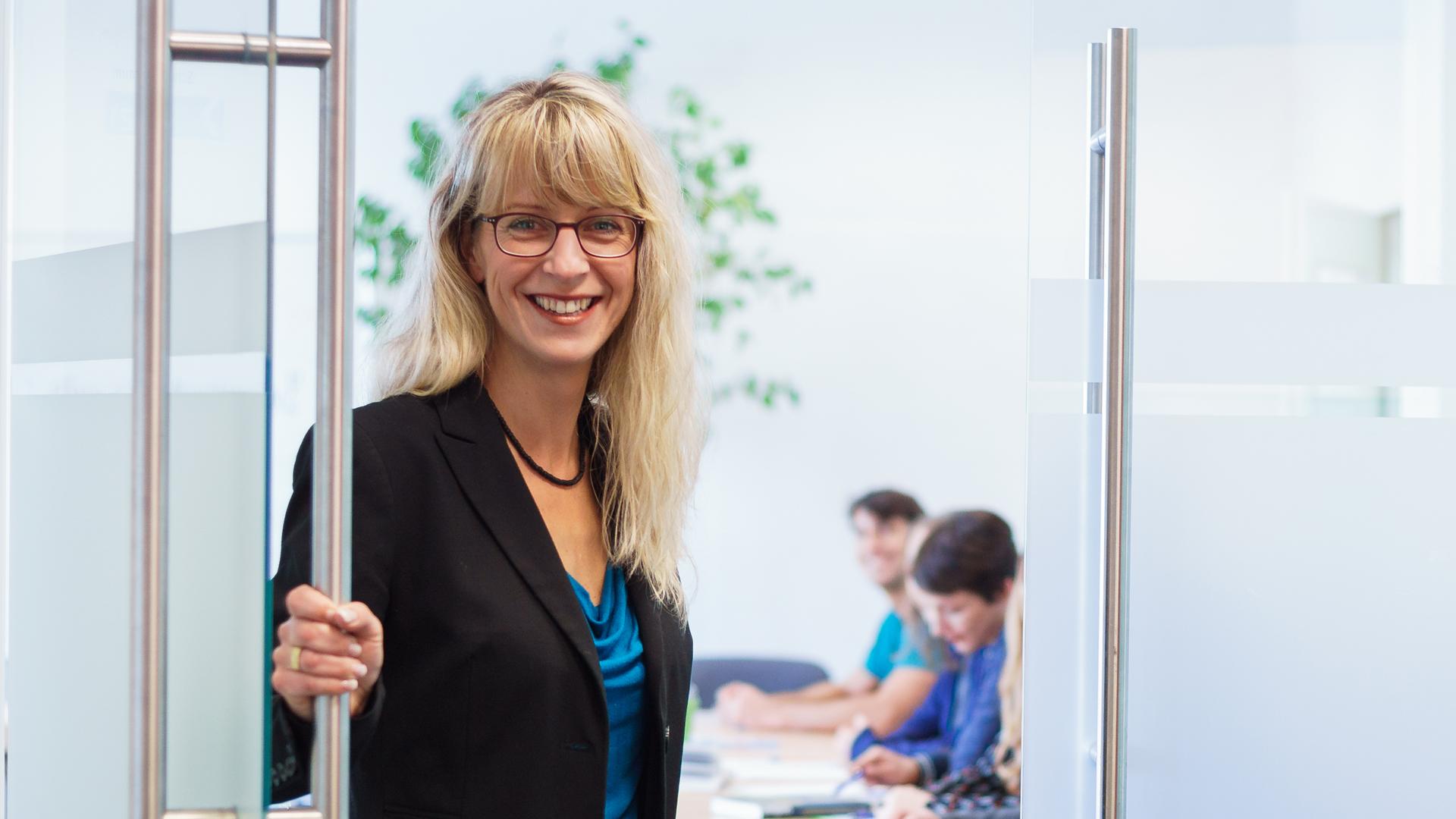 Wir unterstützen Sie <br> bei der Berufsberatung, <br> Qualifizierung und dem Jobeinstieg